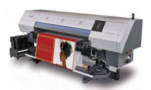 Máquina para imprimir em malhas e tecidos