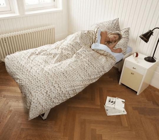 Roupa de cama com estampa trico.