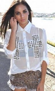 Camisa feminina com duas cruzes em hotfix
