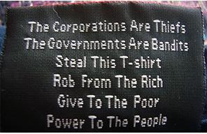 Etiqueta de camiseta anarquista.