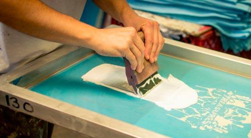 máquinas necessárias para serigrafia em camisetas